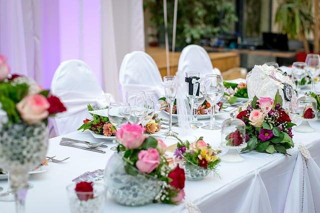 Dekoracje slubne - dekoracje stolow, sal weslenych
