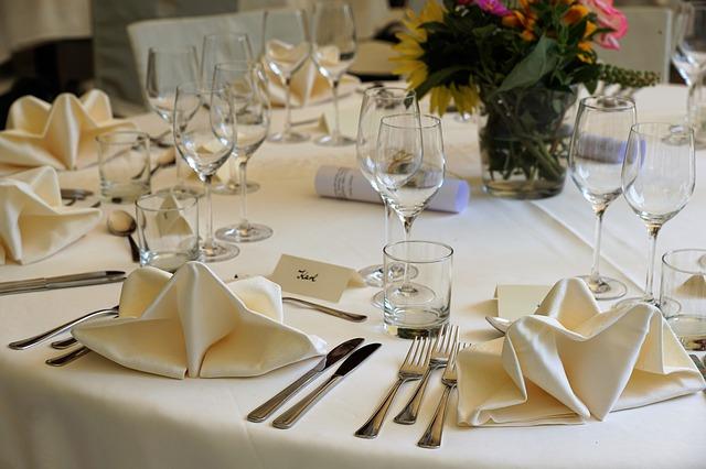 dekoracje stolow na wesela